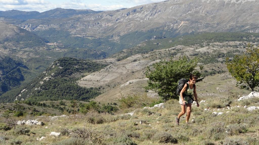 Voorafgaand aan onze meerdaagse bergtochten door het natuurpark Mercantour deden we al behoorlijk wat ervaring op tijdens stevige dagtochten in het achterland van Cannes, in de omgeving van de Gorges du Loup: eveneens een prachtig en uitgestrekt wandelgebied om de duimen van af te likken.