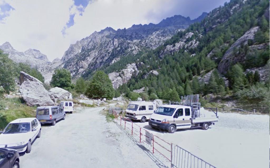 Parking aan einde van D171 (foto: Google Street View, augustus 2008)